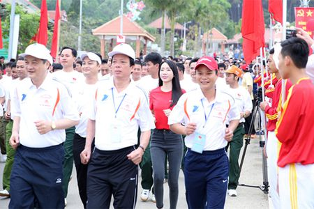 Nguoi dan TP.HCM huong ung 'Ngay chay Olympic vi suc khoe toan dan' 2017 - Anh 2