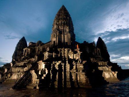Vi sao thanh pho Angkor huy hoang bong dung sup do? - Anh 3