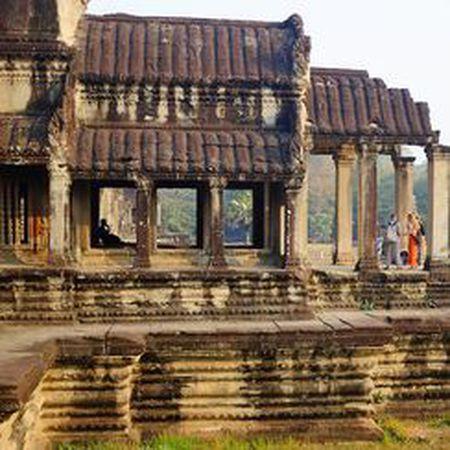 Vi sao thanh pho Angkor huy hoang bong dung sup do? - Anh 6