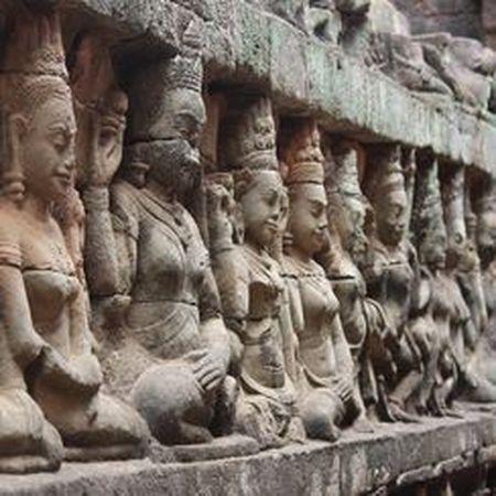 Vi sao thanh pho Angkor huy hoang bong dung sup do? - Anh 7