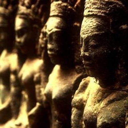 Vi sao thanh pho Angkor huy hoang bong dung sup do? - Anh 8