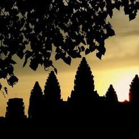 Vi sao thanh pho Angkor huy hoang bong dung sup do? - Anh 9