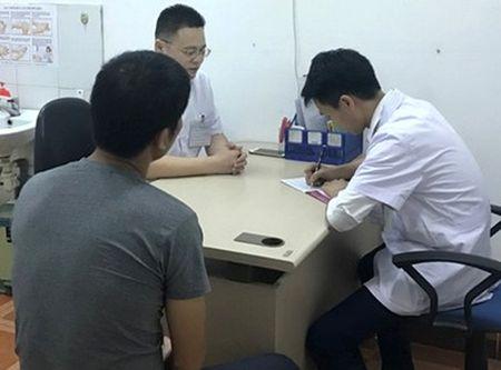 Ha Noi: Bo truong Y te kiem tra, phong kham Trung Quoc 'tau tan' benh nhan - Anh 1