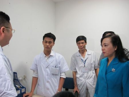 Ha Noi: Bo truong Y te kiem tra, phong kham Trung Quoc 'tau tan' benh nhan - Anh 2