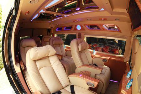 Vcar – Xe Limousine the he moi ve voi thanh pho hoa phuong do - Anh 3