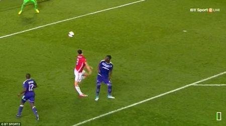 Ibrahimovic co nguy co phai ket thuc su nghiep vi chan thuong - Anh 1