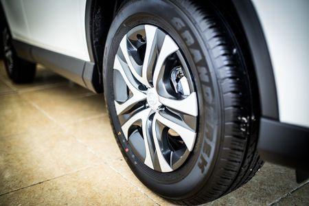 Toyota RAV4 2017 dau tien ve Ha Noi - Anh 12