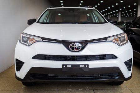 Toyota RAV4 2017 dau tien ve Ha Noi - Anh 2