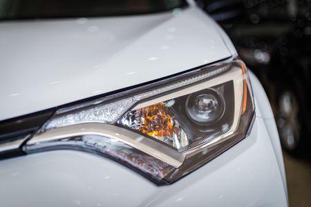 Toyota RAV4 2017 dau tien ve Ha Noi - Anh 3