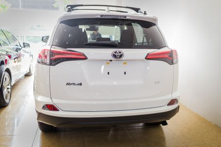 Toyota RAV4 2017 dau tien ve Ha Noi - Anh 4