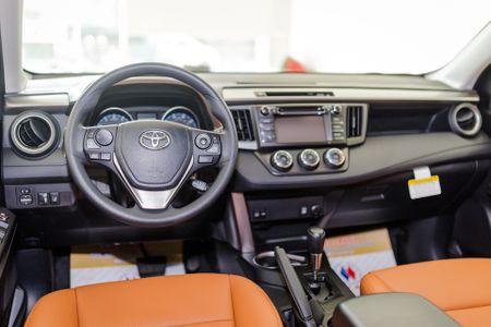 Toyota RAV4 2017 dau tien ve Ha Noi - Anh 5