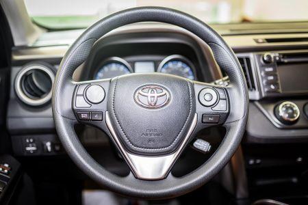 Toyota RAV4 2017 dau tien ve Ha Noi - Anh 6