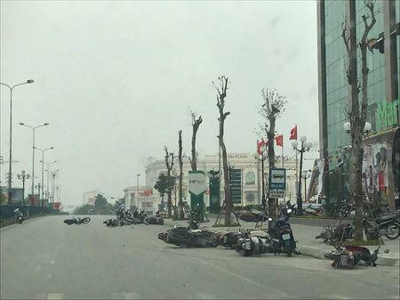 Giong loc quat hang chuc xe may 'nga vat' tren duong o Phu Tho - Anh 1