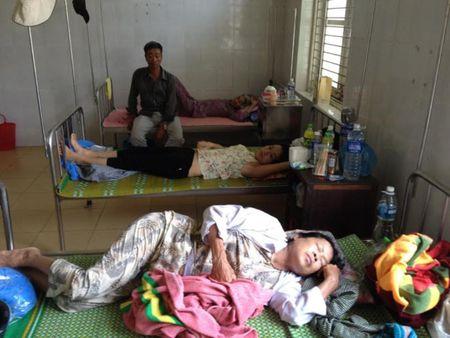 Hang chuc nguoi nhap vien nghi ngo doc banh tet - Anh 1