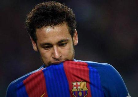 """Sieu kinh dien Real – Barca: Neymar duoc da vi """"lach luat"""" - Anh 1"""