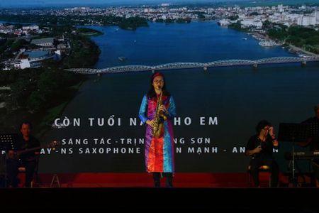 Khi bai 'Noi vong tay lon' duoc vang tai dem nhac Trinh Cong Son o Hue - Anh 15
