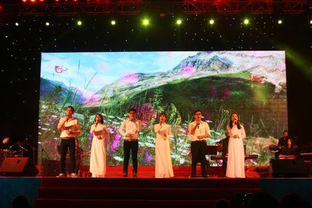 Khi bai 'Noi vong tay lon' duoc vang tai dem nhac Trinh Cong Son o Hue - Anh 24