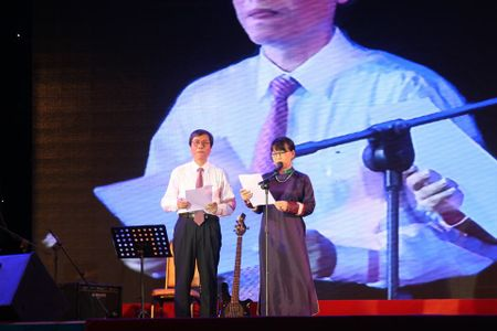 Khi bai 'Noi vong tay lon' duoc vang tai dem nhac Trinh Cong Son o Hue - Anh 9