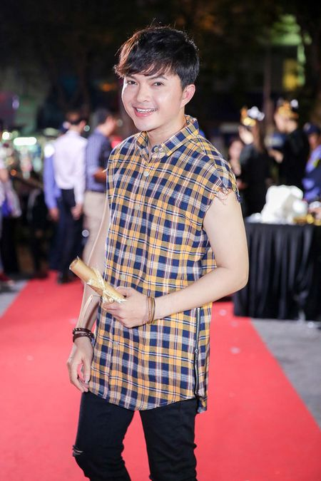 Minh Hang rang ro xuat hien sau khi 'gay bao' vi to cao dan chi chen ep - Anh 9