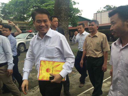 Ong Nguyen Duc Chung da ve xa Dong Tam doi thoai voi nguoi dan thon Hoanh - Anh 1