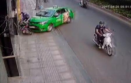 Lai xe taxi tong guc ten cuop: Luat su, cong an noi gi? - Anh 1