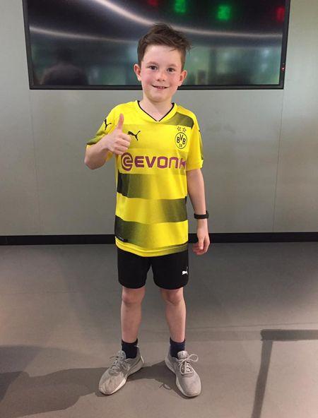 Chum anh: CDV phat sot voi mau ao dau moi cua Dortmund - Anh 3