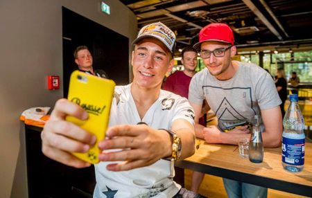 Chum anh: CDV phat sot voi mau ao dau moi cua Dortmund - Anh 5