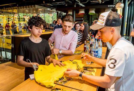 Chum anh: CDV phat sot voi mau ao dau moi cua Dortmund - Anh 9