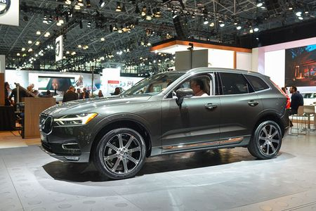 Crossover hang sang Volvo XC60 moi 'chot gia' 1,3 ty - Anh 2