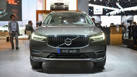 Crossover hang sang Volvo XC60 moi 'chot gia' 1,3 ty - Anh 3