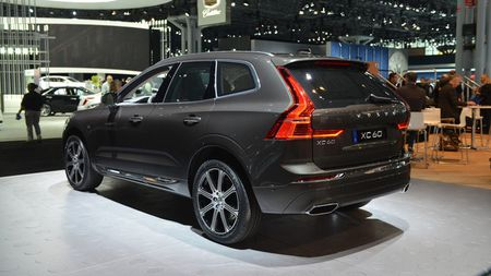 Crossover hang sang Volvo XC60 moi 'chot gia' 1,3 ty - Anh 7