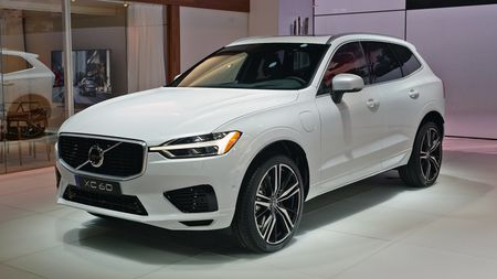 Crossover hang sang Volvo XC60 moi 'chot gia' 1,3 ty - Anh 8