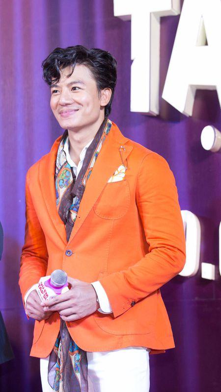 Hieu Nguyen bat ngo thay doi phong cach voi vest cam noi bat - Anh 2