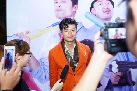 Hieu Nguyen bat ngo thay doi phong cach voi vest cam noi bat - Anh 3