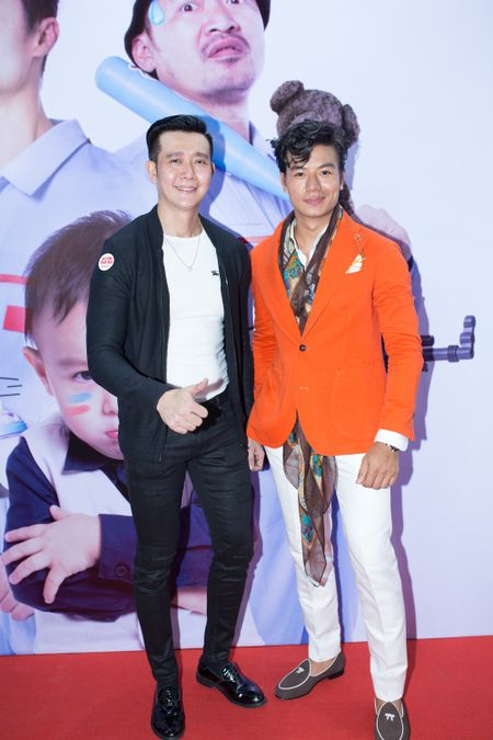 Hieu Nguyen bat ngo thay doi phong cach voi vest cam noi bat - Anh 5