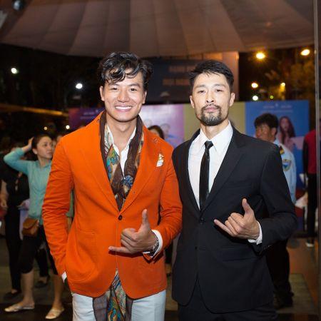 Hieu Nguyen bat ngo thay doi phong cach voi vest cam noi bat - Anh 6
