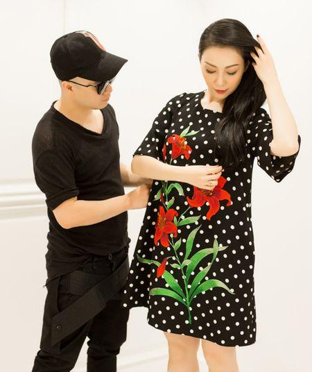 Linh Nga cang tran suc song voi hoa tiet hoa ly - Anh 1
