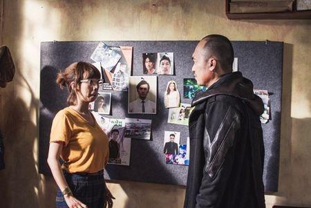 """""""Hoa hau hai"""" Thu Trang suyt gay chan khi bi chong... de tren giuong trong luc quay phim - Anh 6"""