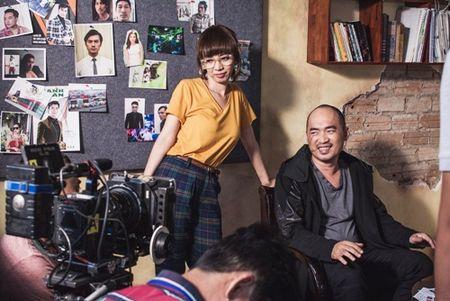 """""""Hoa hau hai"""" Thu Trang suyt gay chan khi bi chong... de tren giuong trong luc quay phim - Anh 7"""