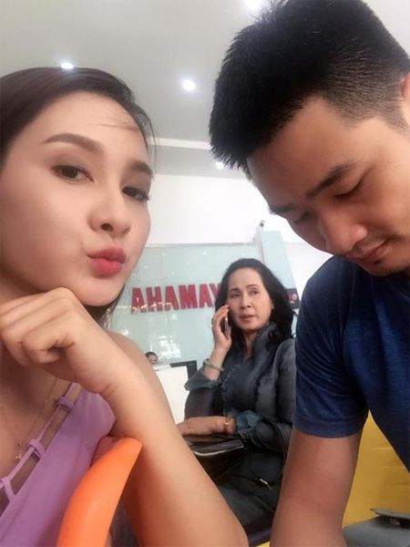 """Sao Viet 24h qua: Cap """"me chong nang dau"""" Lan Huong - Bao Thanh than thiet ngoai doi - Anh 2"""