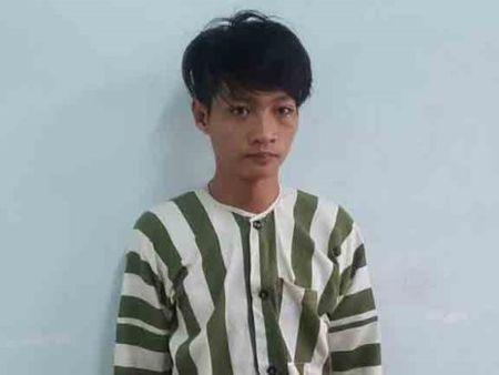Camera 'lat mat' ke cuop day chuyen vang cua co gai - Anh 1