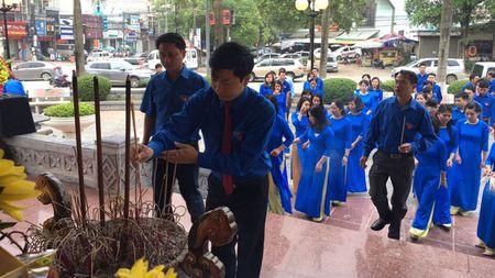 Cong doan co so Tinh doan Lang Son to chuc Le dang huong Chu tich Ho Chi Minh - Anh 1