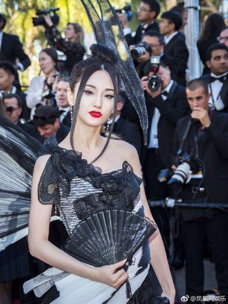 Bo trang phuc 'binh dao' cua sao Hoa ngu gay bao tham do Cannes - Anh 4