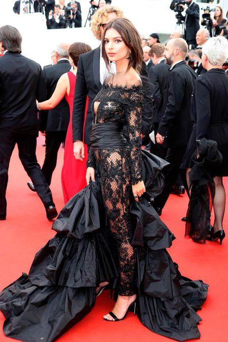 Bo trang phuc 'binh dao' cua sao Hoa ngu gay bao tham do Cannes - Anh 6