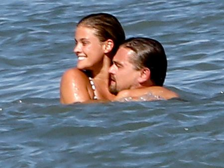 Leonardo DiCaprio chia tay nang mau ao tam nong bong - Anh 6