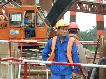Tren cong truong du an chong ngap 10.000 ty dong o Sai Gon - Anh 7