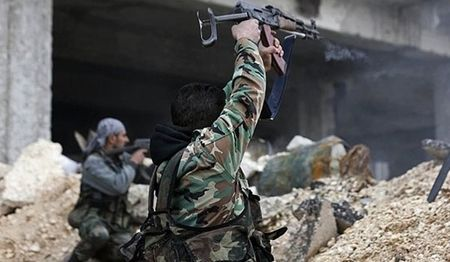 Quan doi Syria 'chia mui dui' vao phao dai cuoi cua IS o Aleppo - Anh 1
