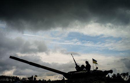 Ukraine tap tran ban ten lua gan Crimea, Nga ban sach luoc doi pho - Anh 1