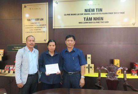 LDLD tinh Dak Lak: Trao qua cho CNVCLD co hoan canh kho khan trong Thang Cong nhan - Anh 1