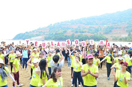 1.000 sinh vien Da Nang keu goi 'khong mang tui ni-long den Son Tra' - Anh 4